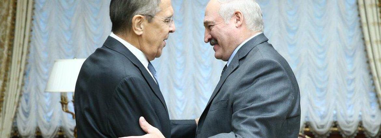 Прокремлевские СМИ – Лукашенко: Хорони многовекторность, чтобы не разделить судьбу Каддафи